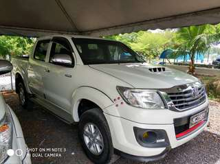 SAMBUNG BAYAR/CONTINUE LOAN  TOYOTA HILUX VNT 2.5 AUTO YEAR 2013 MONTHLY RM 1020 BALANCE 4 YEARS + ROADTAX VALID MILEAGE LOW  DP KLIK wasap.my/60133524312/hilux
