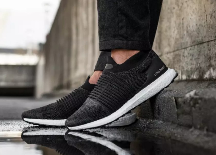 https://media.karousell.com/media/photos/products/2018/03/29/adidas_ultra_boost_laceless_core_black_1522313393_32af28f9.jpg