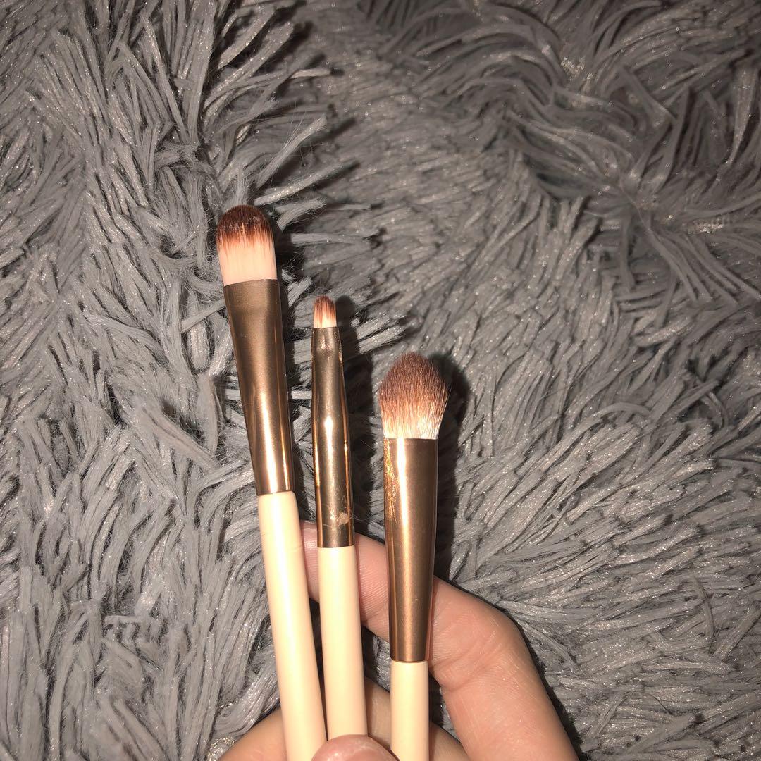 Makeup brushes set:)
