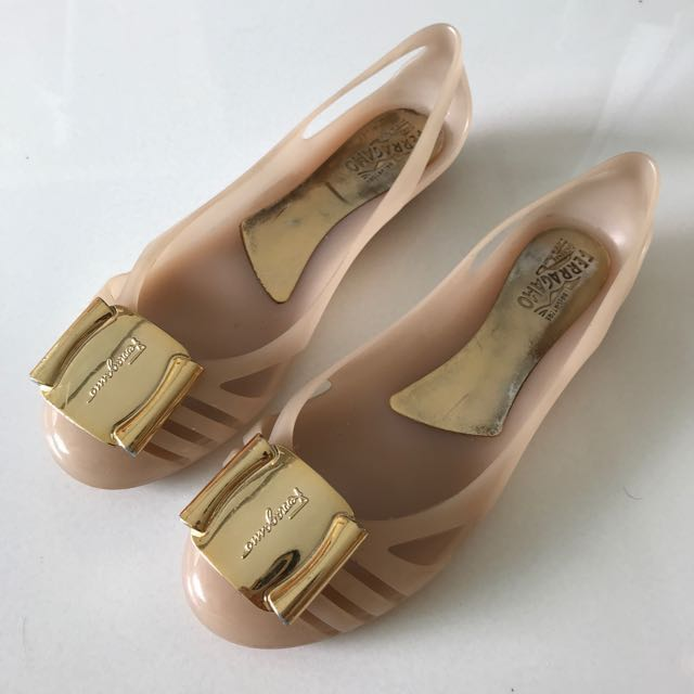 0b951c25d Salvatore Ferragamo Jelly Flats- Nude Color, Women's Fashion, Shoes on  Carousell