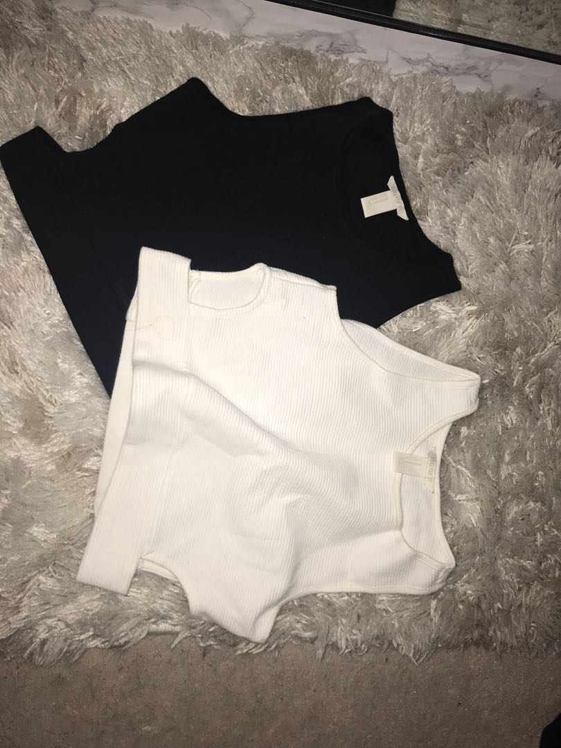 Side cut our crop tops size M come as a pair only