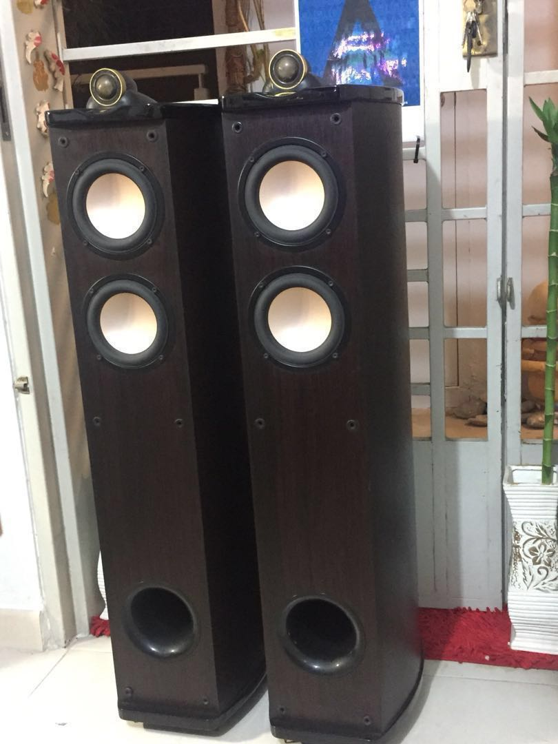 World class Loudspeakers Swans The Diva series F2 USA classic