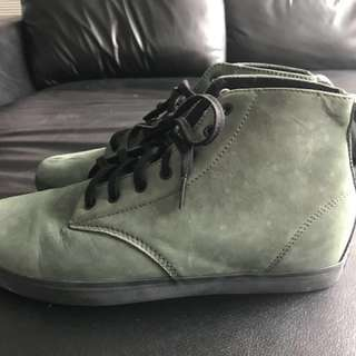 Globe shoes size US 10