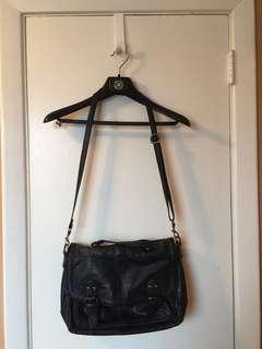 Little Burgundy (Hibou) black messenger bag