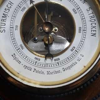 ANTIQUE GERMEN STURMISCH REGEN VERANDERLISH SCHON S TROCKEN ROUND BAROMETER /THICK GLASS COPPER &WOOD 7 INCHES ACROSS  ( not working /collectable beauty for display  price is fixed )
