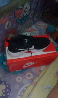 Unisex Nike Class A Size 37 (Black)