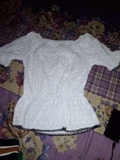 Baju sabrina putih