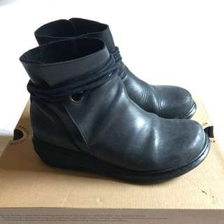 Dr Martens Shelby Ankle Tie Boots Size 4UK