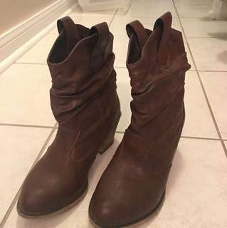 Low cut country boots