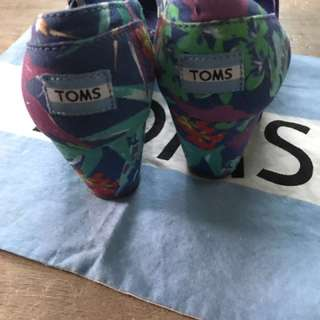 authentic TOM'S floral wedge with dustbag