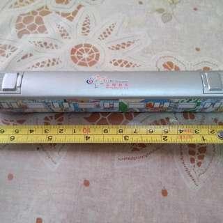 約七吋長地鉄25週年版金屬模型。無盒少殘。新舊請看圖。謝絕完美主義者。