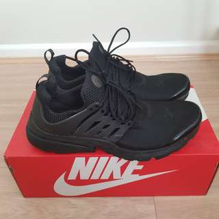 MENS: Black Nike Air Presto (US11)