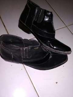 Sepatu pantopel tinggi