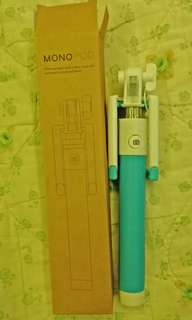 Monopod with shutter