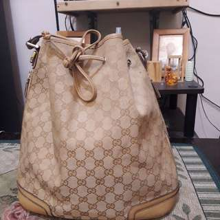 Gucci bucket bag monogram