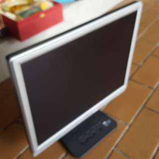 Acer 20in Monitor.. With SVGA, DVI, Audio Input.. AC Power. Only $30 Call Today 90899511 Or Watsapp