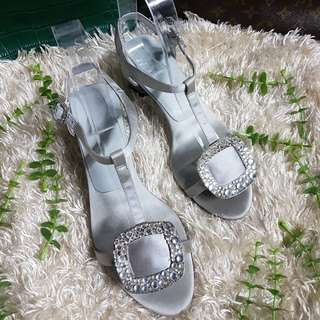 Authentic Roger Vivier Jewelled Thong In Gray Satin Chunky Heel Sandals Size 35 also fits to size 36
