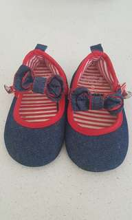Baby girl shoes 13cm, wear a few times only. Selling for $4.