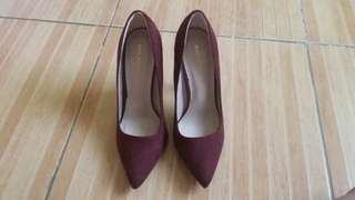 Brand new Shoe Republic maroon pumps