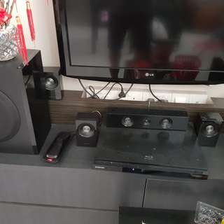 Samsung DVD player with speakers