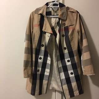 100% authentic gorgeous Burberry trench coat 🌈
