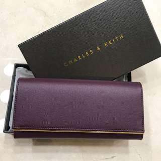 現貨 專櫃正品 Charles Keith 新加坡小CK 簡約 金屬裝飾長夾 粉紅/酒紅 錢包 零錢包 手拿包 掀蓋磁釦
