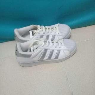 sepatu adidas / sneakers wanita putih