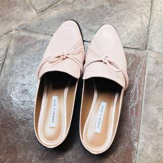 Mules in pastel pink