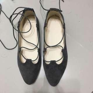 🚚 (私物)灰色流蘇綁帶平底鞋37