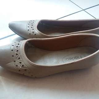 Fladeo Shoes (Beige)