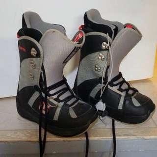 Burton size 5 snow board boots mint condition
