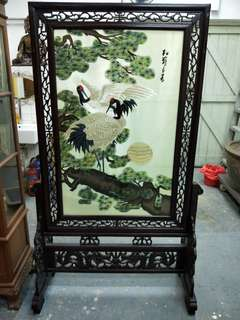 Wooden screen with silk painting.