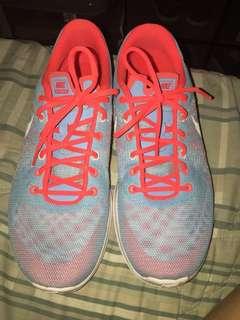 Slightly used Nike shoes