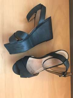 DEENA AND OZZY black flatform heels