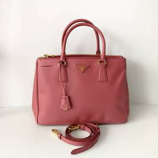 Authentic Prada Saffiano Tote bn2274