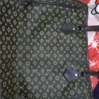 , tas brand LV bisa dipakai kuliah atau acara2 lainnya,Cuci gudang aja ya kak
