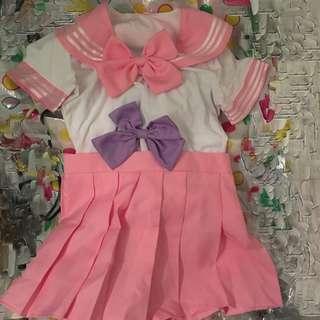 粉紅色水手服