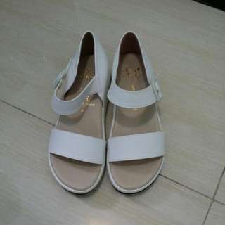 魔術貼白色涼鞋(台灣制)