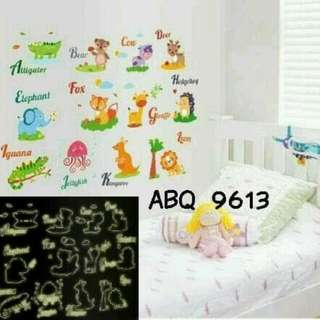 Wall Sticker Glow In The Dark Motif ABC Animals