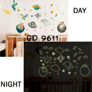 Wall Sticker Glow In The Dark Motif Galaxy