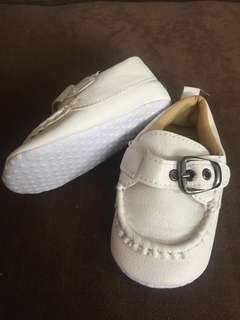 Baby shoes white