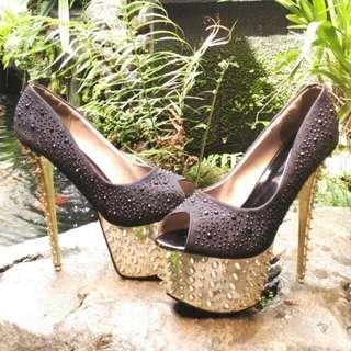 Heels Boutique Size 39