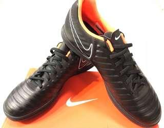 Nike Tiempo黑色足球鞋