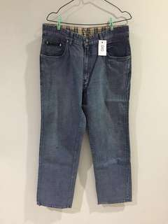 010 BURBERRY JEANS