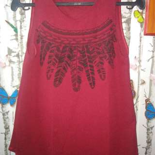 Sleeveless maroon top