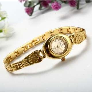 Jam gelang tangan corak hati warna emas