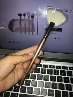 Morphe Deluxe Highlight Fan Brush