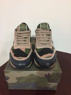 🚚 Valentino 經典鉚釘球鞋