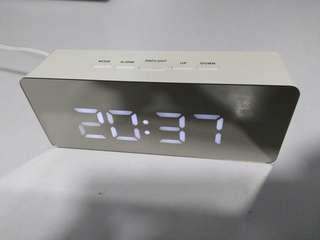 型格長形鏡面時間加鬧鐘