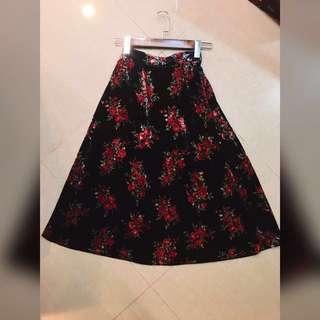 🚚 二手衣-絲絨花紋荷葉裙